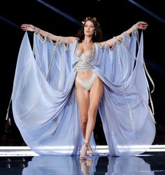 Vs Models, Female Models, Bella Hadid, Vs Fashion Shows, Fashion Models, Trendy Fashion, High Fashion, Womens Fashion, Fashion Fashion