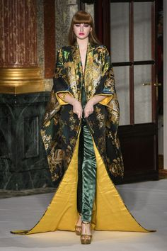 Yumi Katsura Spring 2017 Couture Fashion Show - The Impression Couture Mode, Style Couture, Couture Fashion, Fashion Week Paris, Casual Street Style, Fashion News, Fashion Show, Fashion Design, Mode Kimono