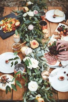 Picture this on your next dinner party table! Summer Table Decorating Ideas with floral and green garland. Super chic and beautiful! I'd be happy to design this for your next party, ask me how! Outdoor Table Settings, Outdoor Dining, Outdoor Tables, Farm Tables, Low Tables, Head Tables, Dining Table, Round Tables, Patio Table