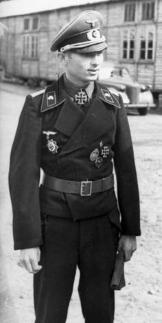 ✠ Georg Grüner (9 August 1915 – 11 March 1944) Killed during the Battle of the Korsun-Cherkasy Pocket. RK 25.11.1941 Oberleutnant Chef 1./Pz.Rgt 33 9. Panzer – Division [436. EL] 26.03.1944 Hauptmann Kdr I./Pz.Rgt 2 16. Panzer – Division
