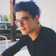 [ Guys with glasses ] David Manton is nothing like his parents, Alice and Barnes. He's very quiet and doesn't like people very much, his camera is his only friend. Beautiful Boys, Pretty Boys, Beautiful People, Blake Steven, Cooler Stil, Attractive Men, Hot Boys, Handsome Boys, Pretty People