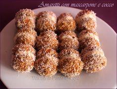 Un dolcetto super veloce, delicato e freschissimo: gli Amaretti con mascarpone, cocco e caffè. Sono davvero golosi. Uno tira l'altro !! :)