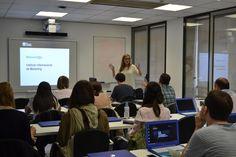 Nuestra pedagoga recibe a todos los alumnos y les explica cómo funciona el Campus IIMN