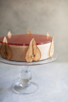 The Pear Panna Cotta Cake is wonderfully rich in flavor and yet light in texture. This mostly no-bake recipe is perfect for the Holiday Season! Thanksgiving Desserts Easy, Great Desserts, Fall Desserts, Gourmet Desserts, Christmas Desserts, Healthy Desserts, Dessert Ideas, Panna Cotta, Almond Recipes
