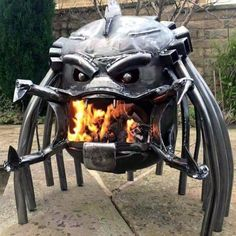 If you are a huge fan of the Alien and Predator movies, then you need this Alien Vs Predator Wood Burning Stove in your back yard right away. Check it out! Cool Fire Pits, Metal Fire Pit, Diy Fire Pit, Fire Pit Backyard, Fire Fire, Metal Projects, Welding Projects, Welding Crafts, Welding Ideas