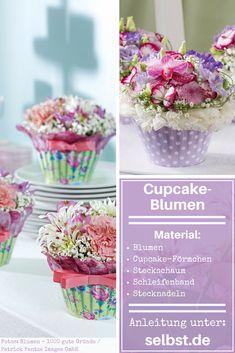 Du bist dir unsicher, ob du was Süßes oder doch lieber Blumen verschenken sollst? Wie wäre es, wenn du mit diesen süßen Cupcake-Blumen einfach beides kombinierst? #cupcake #blumen #muttertag #geschenk #geschenkidee #selbst