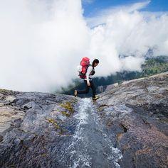 いいね!183件、コメント6件 ― Sherpa Adventure Gearさん(@sherpausa)のInstagramアカウント: 「@pasang_lhamu_sherpa_akita traverses a band of glacially carved rock on the flanks of Mt. Baker on…」
