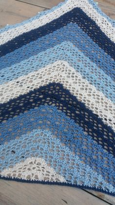 Crochet Shawls And Wraps, Knitted Shawls, Crochet Scarves, Crochet Gratis, Knit Or Crochet, Free Crochet, Free Knit Shawl Patterns, Crochet Patterns, Fillet Crochet