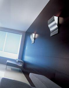 Moki Parete Ruggine  Lampada da parete (applique) con diffusori in vetro satinato bianco e struttura in metallo disponibile nelle seguenti finiture: Acciaio Spazzolato, Bianco, Ruggine