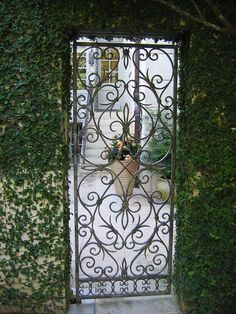 A beautiful iron gate at the entry of the courtyard. Iron Garden Gate - 141 results like the Wrought Iron Pet Gate . Garden Doors, Garden Entrance, House Entrance, Wrought Iron Gates, Fence Gate, Gates Driveway, Iron Work, Gate Design, My Secret Garden