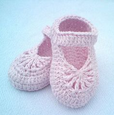 Soft and light, these simple baby shoes are made in cotton and are adorable and super fast to crochet up. YARA Simple Baby Shoes by Crochet- Atelier is a supper cute booties pattern that come in four different sizes and fits little feet for babies 0-1 year old .This is such a lovely pattern that …