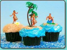 Aloha! Party-Perfect Hula Cupcakes! #PartyPerfectCupcakes #ThePartyStartsHere #TrophyCupcakes