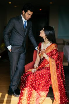 Voguish Delhi Wedding with Lust-worthy Outfit Ideas & endless Decor Inspiration Indian Wedding Poses, Indian Wedding Couple Photography, Indian Bridal Outfits, Indian Bridal Fashion, Indian Designer Outfits, Bridal Photography, Bengali Wedding, Saree Wedding, Photography Ideas