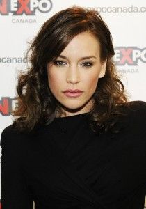 Piper Perabo Hairstyle, Makeup, Dresses, Shoes and Perfume - http://www.celebhairdo.com/piper-perabo-hairstyle-makeup-dresses-shoes-and-perfume/