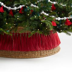 Tree Collar Christmas, Christmas Tree Base, Christmas Fireplace, All Things Christmas, Christmas Crafts, Decorated Christmas Trees, Xmas Tree, Simple Christmas, Fall Crafts
