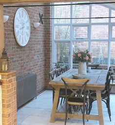 Table Conservatory Dining Room, Sunroom Dining, Conservatory Design, Dinning Table Rustic, Dining Tables, Brick Wall Decor, Living Room Brick Wall, Brick Walls, Vintage Farmhouse Sink