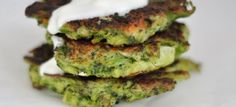 Broccoli Fritters with Lemon Garlic Yogurt Food To Go, Good Food, Lunches And Dinners, Meals, Broccoli Fritters, Parmesan Broccoli, Russian Recipes, Salmon Burgers, Vegetable Recipes