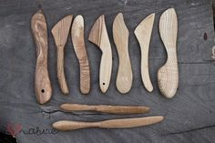 Woodworking design - These are handcrafted butter knifes. Wood Knife, Wood Spoon, Carved Spoons, Butter Knife, Carving Tools, Wood Creations, Wooden Art, Woodworking Furniture, Wood Projects