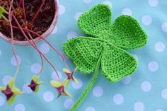 Happiness is a four-leafed hook . (Happy handmade life) - Do It Yourself Crochet Home, Crochet Motif, Diy Crochet, Crochet Flowers, Crochet Baby, Craft Tutorials, Yarn Crafts, Crochet Clothes, Handicraft