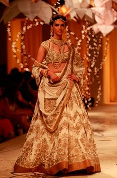 Who can resist this cream and gold Rohit Bal lehenga? Indian Wedding Wear, Indian Bridal Fashion, Bridal Fashion Week, Indian Dresses, Indian Outfits, Indian Clothes, Rohit Bal, Couture Looks, Ceremony Dresses