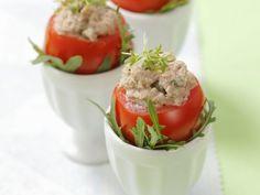 Tomaten mit Thunfischfüllung ist ein Rezept mit frischen Zutaten aus der Kategorie Fruchtgemüse. Probieren Sie dieses und weitere Rezepte von EAT SMARTER!