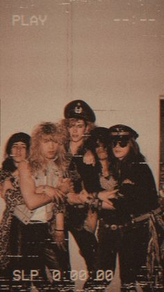 Guns And Roses, Slash Guns N Roses, Rose Wallpaper, Iphone Wallpaper, Rock N Roll, Banda Kiss, Rose Tumblr, Sweet Child O' Mine, Axl Rose