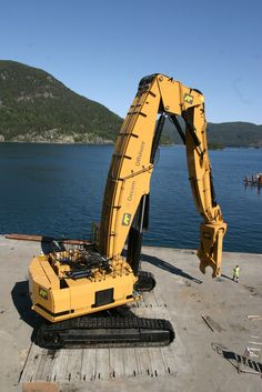 HUGE heavy machinery - Decom Offshore