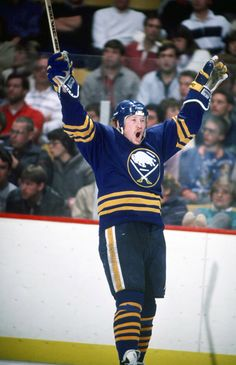 Phil Housley	 Buffalo Sabres, Winnipeg Jets, St. Louis Blues, Calgary Flames, New Jersey Devils, Washington Capitals, Chicago Blackhawks, Toronto Maple Leafs	 1232 pts