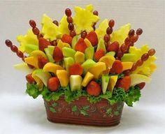Delicious Fruit: Mixed fruits in basket. Mixed Fruit, Fresh Fruit, Edible Fruit Baskets, Fruit Tray Designs, Fruit Creations, Fruit Decorations, Watermelon Fruit, Fruit Displays, Edible Arrangements