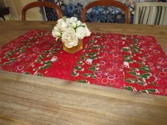 Chemin de table, nappe en patchwork, décoration noël en rouge avec sapins : Accessoires de maison par michka-feemainpassionnement