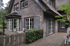 SelektHuis Bouw, helemaal in evenwicht - Eigenhuisbouwen.nl Exterior House Colors, Exterior Design, Belgian Style, Cabins And Cottages, Black House, Curb Appeal, House Tours, Beautiful Homes, House Design