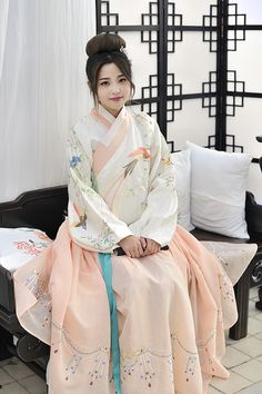 Chinese Traditional Costume, Traditional Fashion, Traditional Dresses, Oriental Dress, Oriental Fashion, Asian Style, Chinese Style, Dynasty Clothing, China Girl