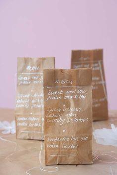 そろそろバレンタインの季節。何を作るか悩むのもいいけど、大切なラッピングはどうする?誰ともかぶらない海外で人気のラッピングや、紙袋、ペーパー、ビンを使った簡単可愛いラッピング方法紹介します。
