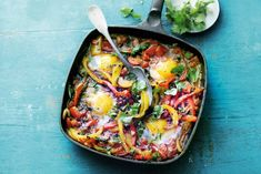 Yotam Ottolenghi's shakshuka Yotam Ottolenghi, Ottolenghi Recipes, Middle East Food, Middle Eastern Recipes, Birthday Gif Funny, Good Healthy Recipes, Vegetarian Recipes, Salad, Kitchens