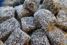 Ez a kevert tészta a hagyományos kókuszkocka átalakított, tojásmentes verziója. A tojástkeményítővel és több folyadékkal helyettesítem. A tésztanemcsak a kókuszkocka, hanemmás sütemények alapja is lehet (ún. bedobálós gyümölcsös sütik) és améteres kalács tésztája is készülhet ebből.Ha kakaós alapot szeretnénk, a lisztből két kanálnyit elveszünk és pótoljuk kétkanál keserű kakaóporral. A tészta hozzávalói 30-35 dkg tönkölyliszt csipet só 3 evőkanál méz 18 dkg barnacukor 1 tk. étkezési…