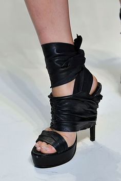 DIY Vera Wang Black Wrap Shoes    by Carly Jacobs  Put your hands up if you love Vera Wang?  Thought so. Here is a quick and easy way to copy cat her gorgeous black wrap heels.