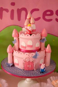 Bolo em forma de castelo para festa Princesa Peppa Pig!