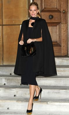 Poppy Delevingne in all black How To Have Style, Corporate Attire, Business Attire, Love Fashion, Womens Fashion, Tokyo Fashion, Poppy Delevingne, Suit Up, Cape Dress