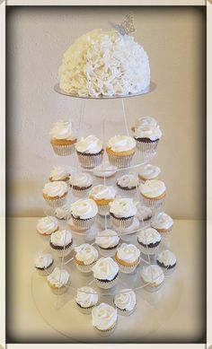 Wedding cake and cupcakes / Trouw taart en cupcakes