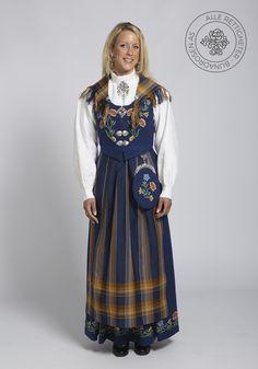 Nordlandsbunad til dame - BunadRosen AS William Klein, Crochet Top Outfit, Cotton Pads, Knitted Tank Top, Designer Dresses, Stylish, Lady, Charleston, Norway