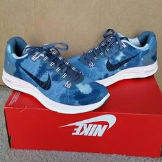 NEW Nike womens lunarglide 5 print ext New in box (missing lid) Nike running shoe! Look good and feel good while working out!  Color: armory slate Nike Shoes Athletic Shoes
