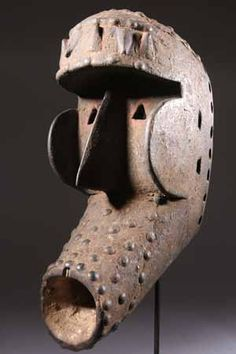The African mask Kran strength in Africa Living Puppets, Afrique Art, Art Tribal, African Sculptures, Art Premier, Masks Art, African Masks, Indigenous Art, Ivoire