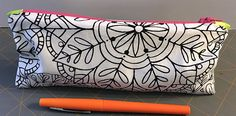 Zippered makeup pouch and pencil pouch tutorials Small Sewing Projects, Sewing Projects For Beginners, Sewing Hacks, Sewing Tutorials, Sewing Makeup Bag, Makeup Pouch, Pencil Bags, Pencil Pouch, Zipper Pouch Tutorial