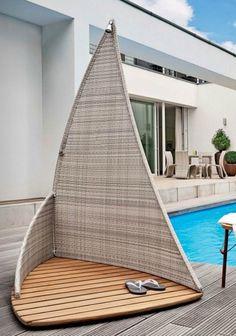 une douche de jardin en rotin de design moderne