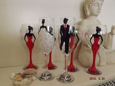lovely wedding party wine glasses