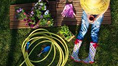 Decorative Garden Fencing Will Make Your Garden Stand Out – Gardening Decor Cheap Landscaping Ideas, Backyard Landscaping, Backyard Ideas For Small Yards, Backyard For Kids, Modern Backyard, Easy Garden, Diy Garden Decor, Indoor Watering Can, Decorative Garden Fencing