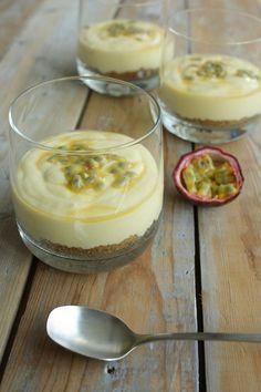 Cheesecake in a glass Mango Cheesecake, Cheesecake Desserts, Köstliche Desserts, Healthy Desserts, Delicious Desserts, Yummy Food, Caramel Cheesecake, Tapas, Desserts Thermomix