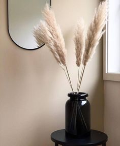 I like the contrast of the pale pampas grass with the dark v.-I like the contrast of the pale pampas grass with the dark vase. I like the contrast of the pale pampas grass with the dark vase. Decorative Accessories, Home Accessories, Round Glass Vase, Clear Glass, Water Glass, Grass Decor, Hm Home, Pampas Grass, Western Decor
