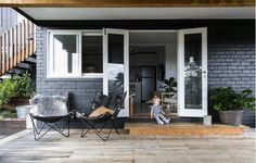 [ MR & MRS WHITE ] #threebirdsstickybeak This talented family show how a small space can be transformed through clever ideas and simple style options. Ps there daughter Oak was the most gorgeous creature on this earth!! @mrandmrswhite_  #clickonlinkinprofile for full story and pics  @jacqui_turk by threebirdsrenovations