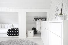 Four Attic Renovation Ideas to Give New Life to Unused Space - Attic Basement Ideas Bedroom Loft, Home Decor Bedroom, Bedroom Furniture, Attic Rooms, Attic Spaces, Attic Bathroom, Bathroom Pink, Attic Renovation, Attic Remodel
